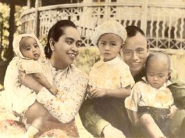 Aung as a baby with her mother father and brothers